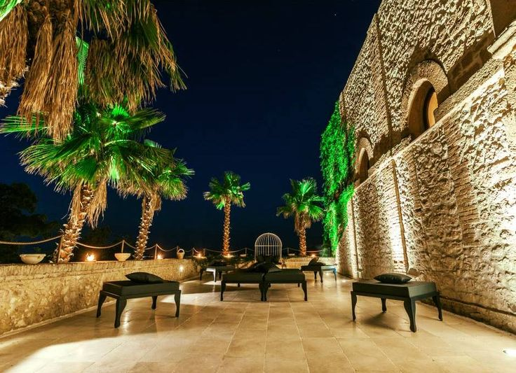 """I cuori grandi si accontentano di piccoli dettagli"" (Hernan Sobrio) Castello Ducale Colonna - Luxury Events Sicily #luxury #location #wedding #Agrigento"