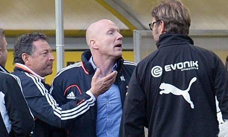 Dortmund head coach Juergen Klopp (R) fa