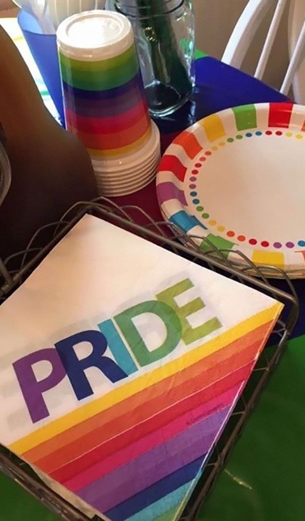 Coming out to your parents about your sexuality probably isn't the easiest thing in the world, especially if you're only 17 years old, but for Kinsey Ratzman from New Jersey it turned out to be the most awesome experience ever. Why? Because her parents responded to the news by deciding to throw her a surprise Pride Party!
