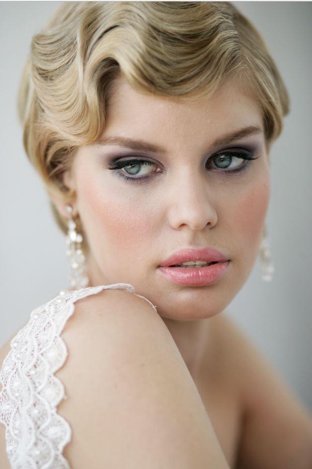 İki saç türüne de uyum sağlayabilen Wag saç modelini daha çok düğünlerde kullanabilirsiniz. Gündelik ve sokak hayatınız için fazla abartı kaçabilir. Kısa Wag Saç Modelleri