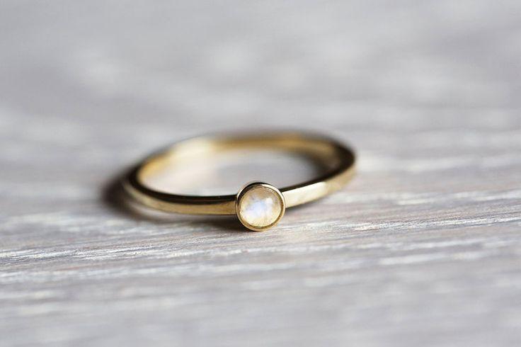 Mondstein Ring, Mondstein Schmuck, Verlobungsring von Capucinne auf DaWanda.com