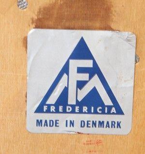 Feldballes Møbelfabrik. Hög byrå i teak, 1960-tal   Lauritz.com