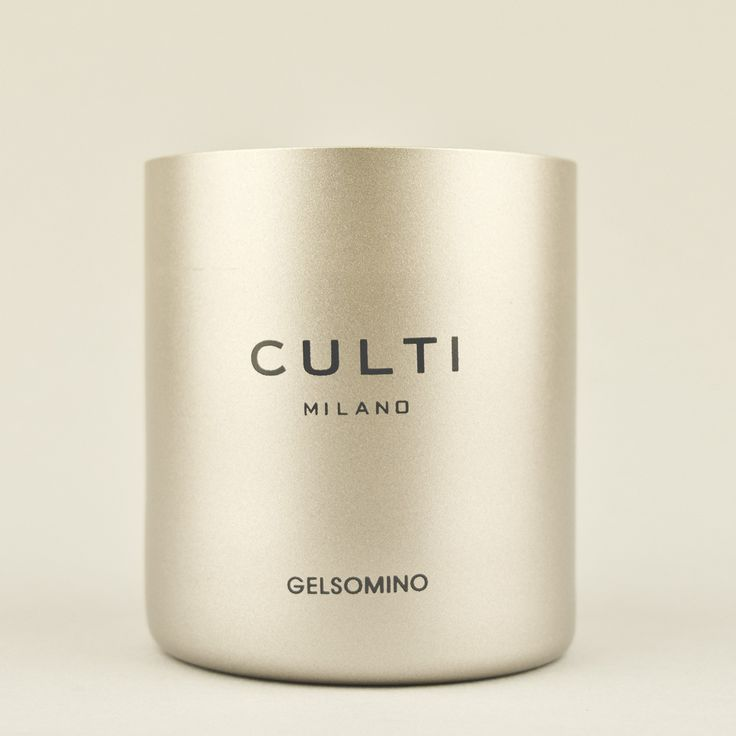 Culti Gelsomino Scented Candle: A pure blend of waxes to renew every day the pleasure of an ancient ritual. The jar painted and printed with the elegant packaging bring to an elegance that join all CULTI products Gelsomino The story of a homecoming. A strong aroma that emerges suddenly like a memory and then fades, like a fresh lily floating by on the water. Jasmine, enhanced by peony and osmanthus, slips away with cedar wood. For those who, in their hearts, have never left.