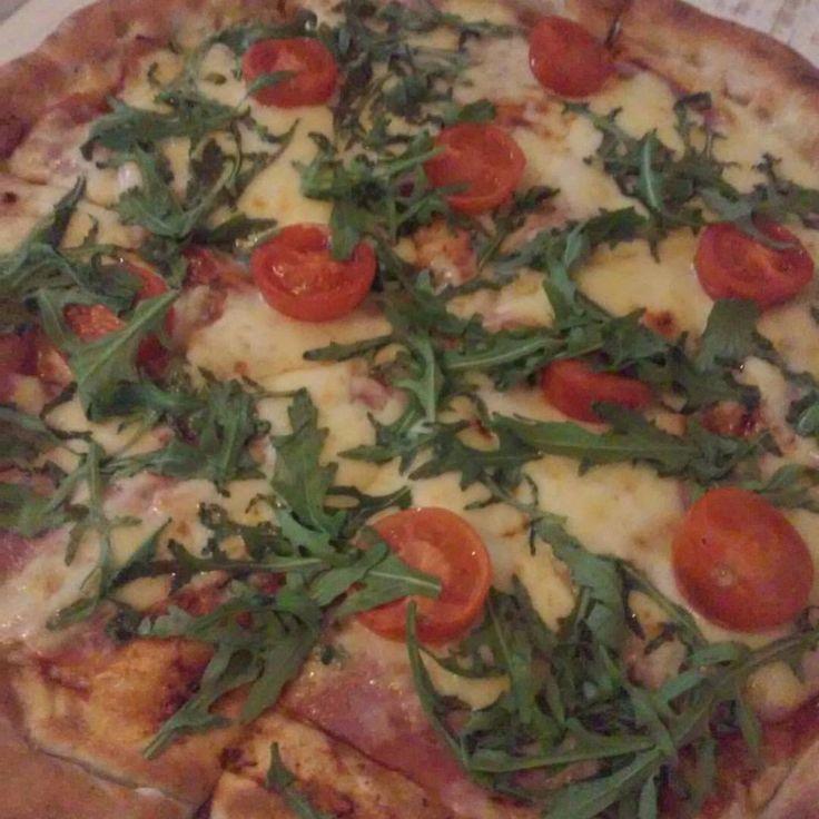 Beitrag vom 14.04.2015  Beim letzten Mal kam die falsche, dafür, gab es heute die richtige gratis. Wünsche euch einen schönen Abend.  #gratis #pizza #lieferdienst #lecker #leckeressen