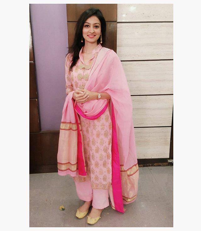 White Wedding Dress Mumbai: Summer Weddings! #indian #pink #chanderi #wedding #spring