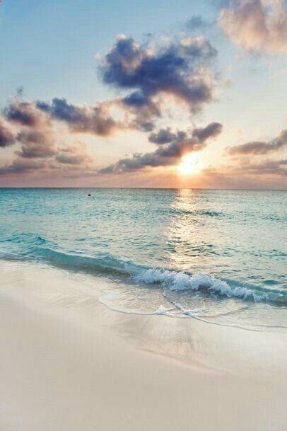 Le soleil sur la mer, le bruit des vagues qui me bercent.... c'est le bonheur !