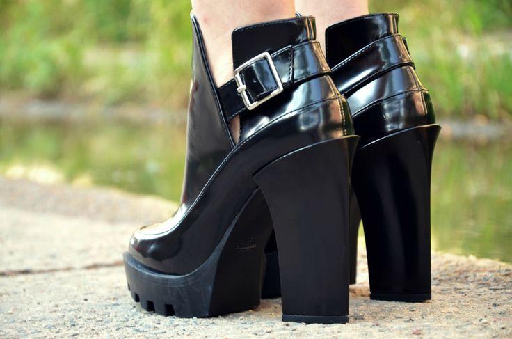 #fashion #legs #heels #prada #zara #botki #black  #minimalizm #minimalism