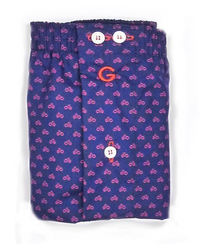 Nuevo modelo de boxer de tela de Giulio. Los topitos ésta vez son pequeñas vespas en burdeos salpicadas por toda la prenda. Algodón 100%. Color Azul Marino.