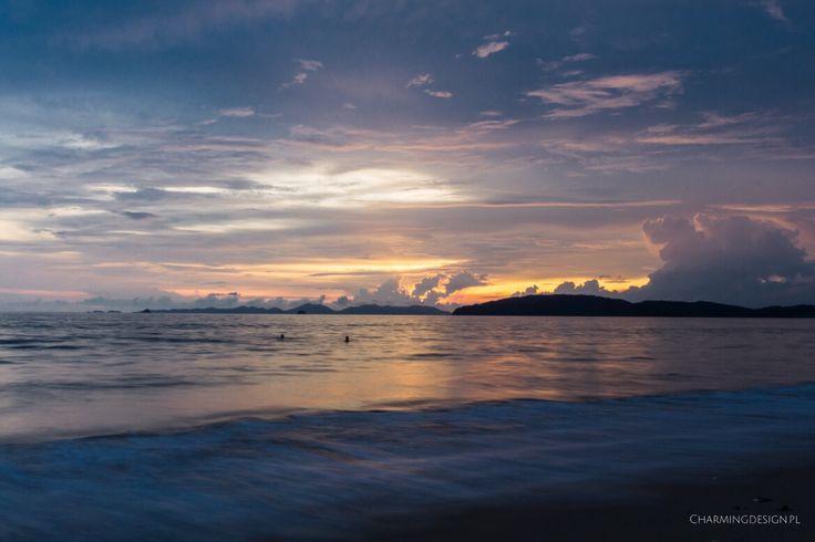 Beautiful sinawy on Railay Beach, Thailand / Niesamowity zachód słońca na plaży Railay, Tajlandia