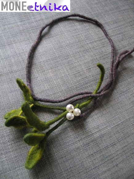 kraina filcu: Beautiful mistletoe necklace for Christmas ???