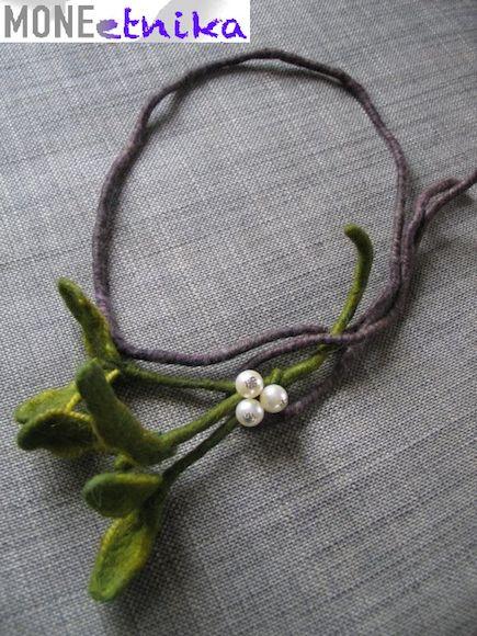 kraina filcu: Beautiful mistletoe necklace for Christmas ???