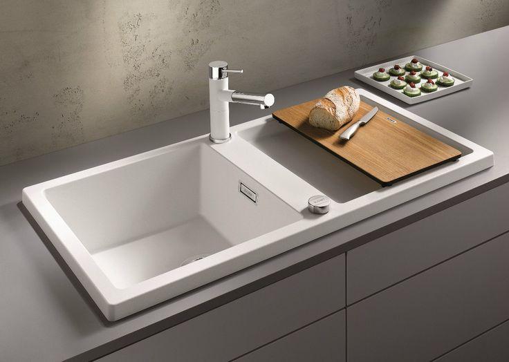 Для современной кухни отлично подойдут модели из нержавеющей стали или искусственного камня. Они высокотехнологичны и непременно имеют многофункциональные полезные #аксессуары — #диспоузер, #кран с выдвигающимся шлангом, #колландер.  ☝У нас огромный выбор: http://santehnika-tut.ru/kuhonnye-mojki/b7645/