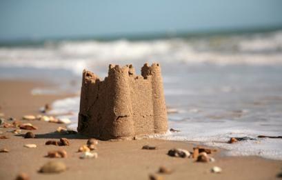 Chateau de sable sur une plage des Landes