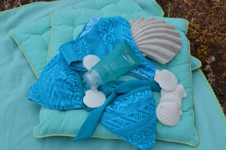 Herrliche Abkühlung mit Blautönen! Vanessa Nieber von #Depot hat für uns wunderschöne #Deko #Ideen in der #Sommerfarbe #Aqua zusammengestellt. Herzlichen Dank! Ist sicher etwas für euch dabei, oder? Mal blau machen mit einem #Bikini von #Sportscheck: 29,95 Euro, #Biotherm Duschgel Eau Pure 9,99  Euro von #Douglas und Kissen 8,99 Euro von Depot.  #AlleeCenterMagdeburg #MagMag #Magazin