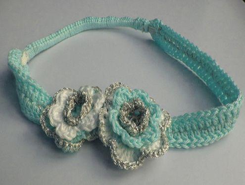 Beschrijving om deze leuke haarband met bloemen te maken. Deze haarband heeft elastiek