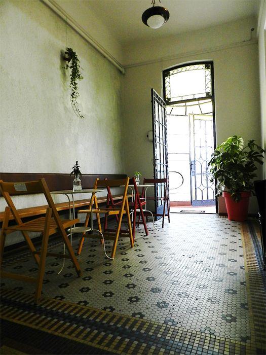 Therapy, prima cafenea terapeutică din București, s a deschis în vila familiei Sturdza.