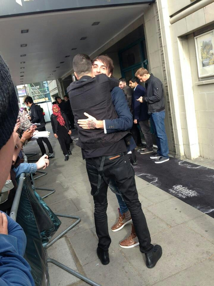 Austin Carlile and Alex Gaskarth hugging! Its so cute how Alex is on his tippie toes to hug Austin <3 and holy shit I love them both so much
