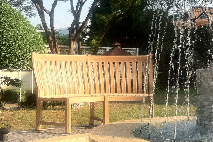 Malvern Curved Bench