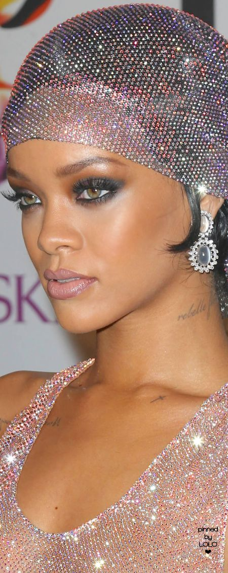 Rihanna CFDA Awards | LOLO❤︎