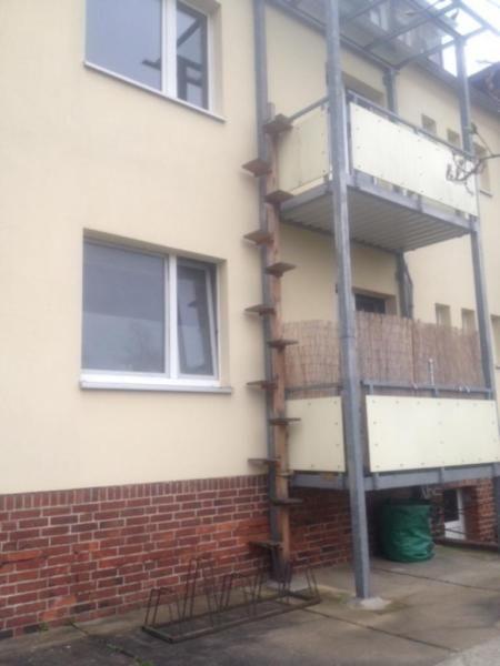 Katzentreppe abzugeben ca. 5.20 m , muss am Geländer oder Balkon befestigt werden.