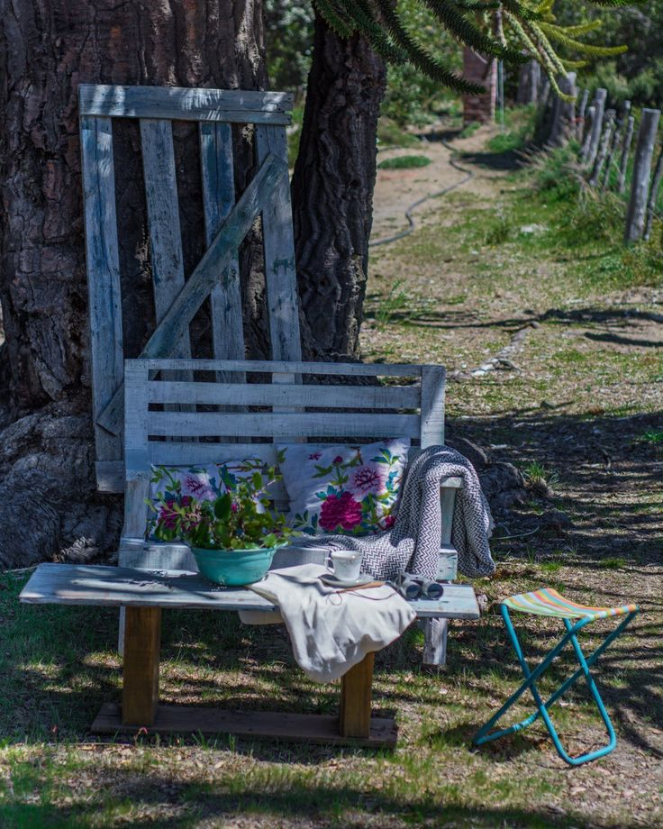 Outdoor Chairs, Outdoor Furniture, Outdoor Decor, Instagram, Park, Ideas, Home Decor, Decorating Kitchen, Home