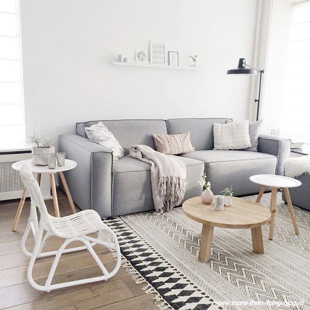 Zetel voor woonkamer. Eenvoudig, comfortabel model. Geschikt voor 2a3 personen. Kleurtint grijs of subtiel bruin, warm.