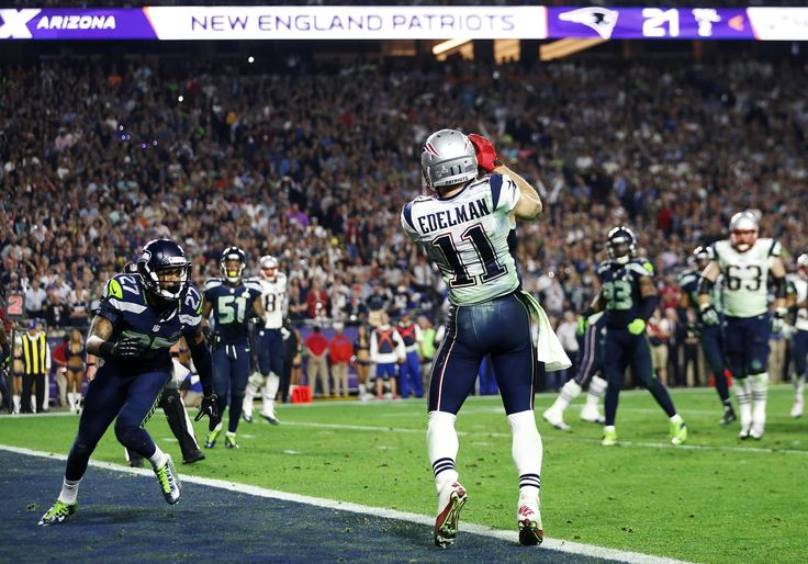 GLENDALE, AZ - FEBRUARY 01: Julian Edelman #11 of the New England Patriots scores a touchdown against the Seattle Seahawks in the fourth quarter during Super Bowl XLIX at University of Phoenix Stadium on February 1, 2015 in Glendale, Arizona. (Photo by Christian Petersen/Getty Images)