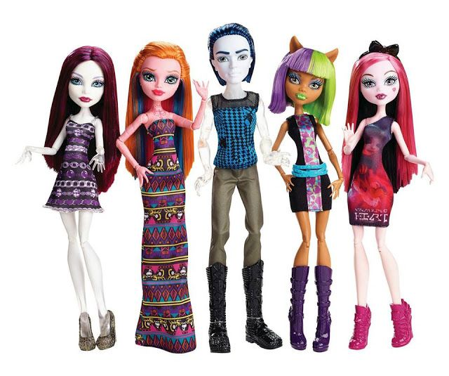 Fangin' At The Maul (5 Pack) - Spectra Vondergeist, Gigi Grant, Invisy Billy, Clawdeen Wolf & Draculaura.