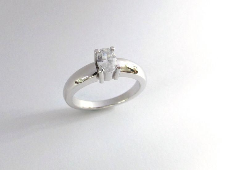 Esta es una hermosa opción  para anillo de compromiso o aniversario, en oro blanco de 18k  , puedes elegir la piedra que mas te guste.  R823-2   #duranjoyerosbogota #joyasbogota #hermosasjoyas #renovamostujoyero #hechoamano #fabricaciondejoyas #oro #anillos #aretes #argollas #anillosdecompromiso #dijes #compracolombiano #colombia #gold #handmade #jewelry  #novias #matrimonio  #felicidad #piedraspreciosas #diamante  #diseñodejoyas #jewelrydesing