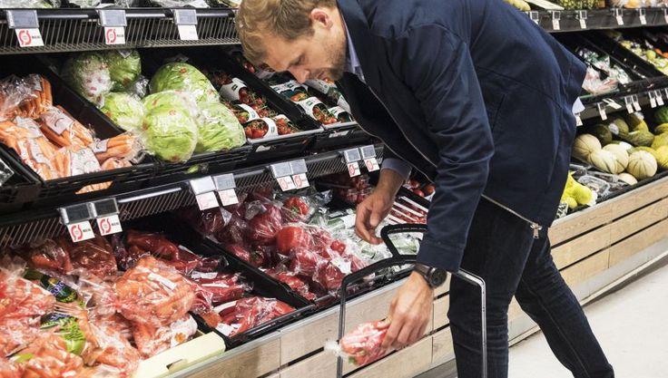 Danske supermarkeder, varehuse og discountbutikker kæmper benhårdt om kunderne til økologiske fødevarer. Priskrig og partnerskaber mellem kæder og fødevareproducenter er nogle af de våben, der bliver anvendt.