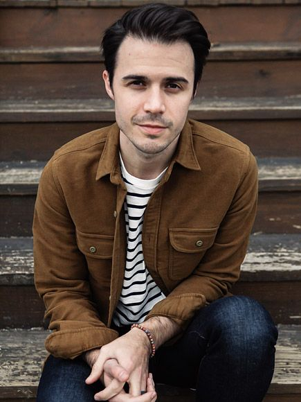 FIRST LISTEN: Kris Allen Releases New Single, Talks Recovery After Devastating Car Crash: I Thought I Might Never Play Guitar Again http://www.people.com/article/kris-allen-new-single-waves-car-crash-thought-would-never-play-guitar-again