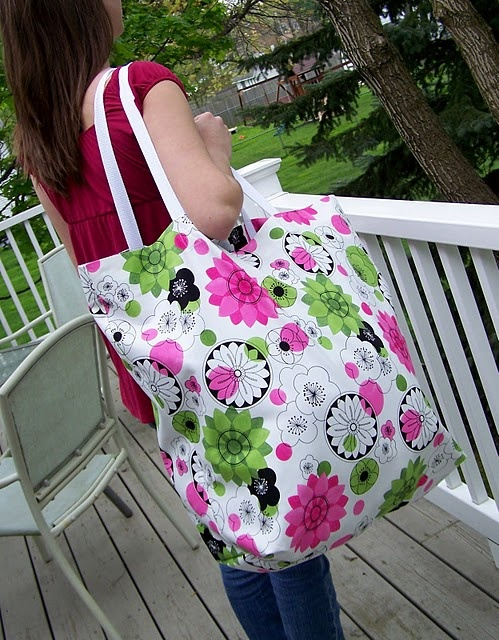 DIY oversized beach tote bag - can fit 8 towels