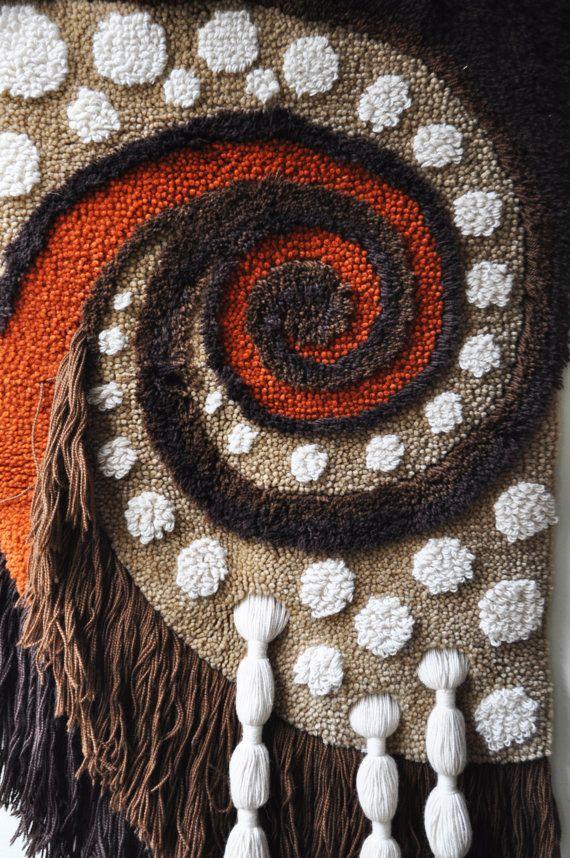 1970 fibra Art Wallhanging por DancersRoad en Etsy