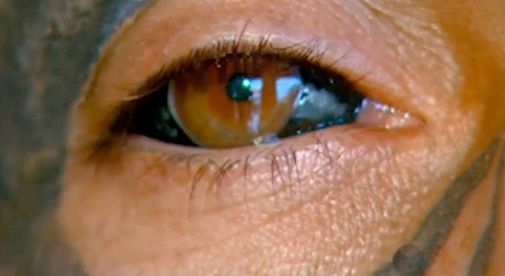 Les yeux tatoués de Rodrigo Fernando dos Santos