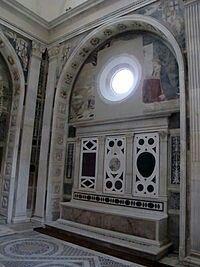 Capoella Piccolomini nella chiesa di Sant'Anna dei Lombardi a Napoli.  Seggio e Affresco dell'Annunciazione. Benedetto da Maiano e Antonio Rossellino. 1475-1490