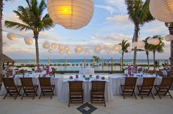 When it comes to designing your dream wedding in the Riviera Maya, Grand Velas offers from flowers and food to photography, decorations, and music. Our breathtaking resort offer the most complete wedding planner services in Mexico.