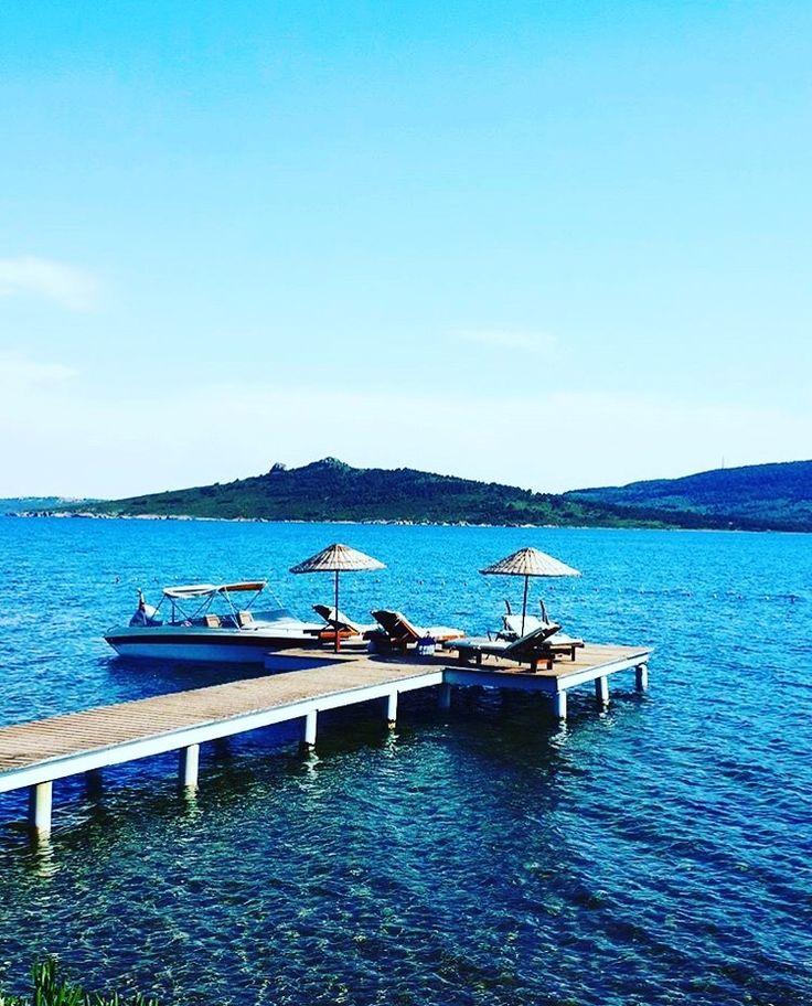 Cunda'da Pateriça koyunda yer alan @otelsobe 'nin plajı. ☎️ 0266-3273102   www.kucukoteller.com.tr/cunda-adasi-otelleri.html #cunda #cundaadasi #pateriçakoyu #ayvalık