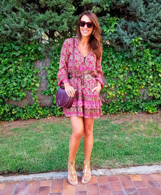 Tras la pista de Paula Echevarría » FELIZ VERANO!!! Floral print blouse and skirt+nude embellished strappy flat sandals+burgundy crossbody bag+gold necklace+burgundy sunglasses+belt+bracelets. Summer Casual Outfit 2017