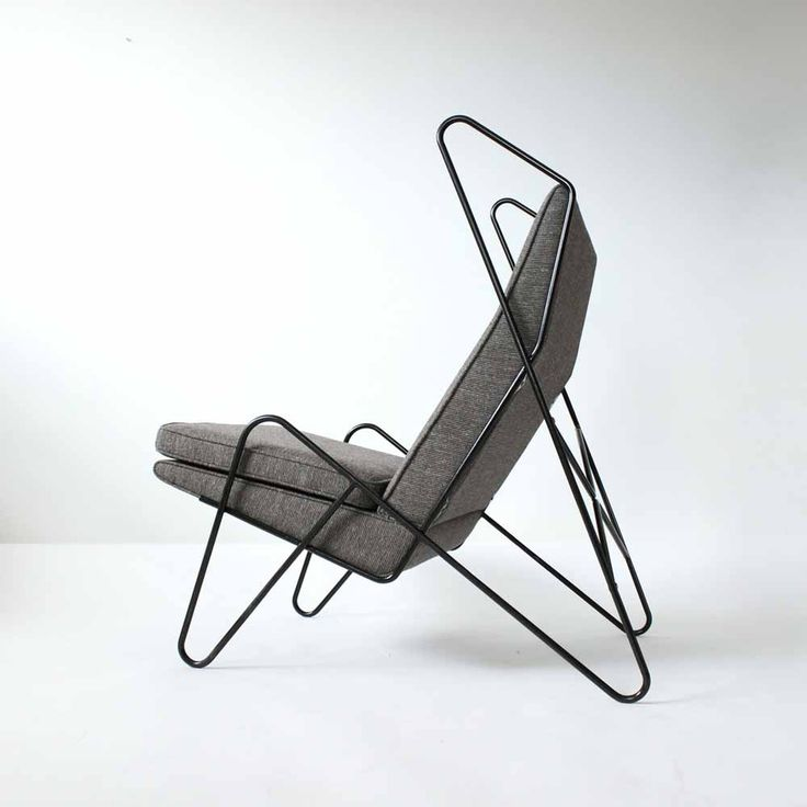 Designed by Roan Barrion, the profile of the Series Z lounge chair is forged from a single length of steel rod //