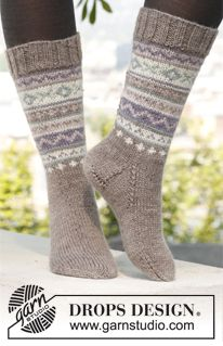 """Knitted DROPS socks with pattern in """"Karisma"""". Size 35 - 46. ~ DROPS Design"""