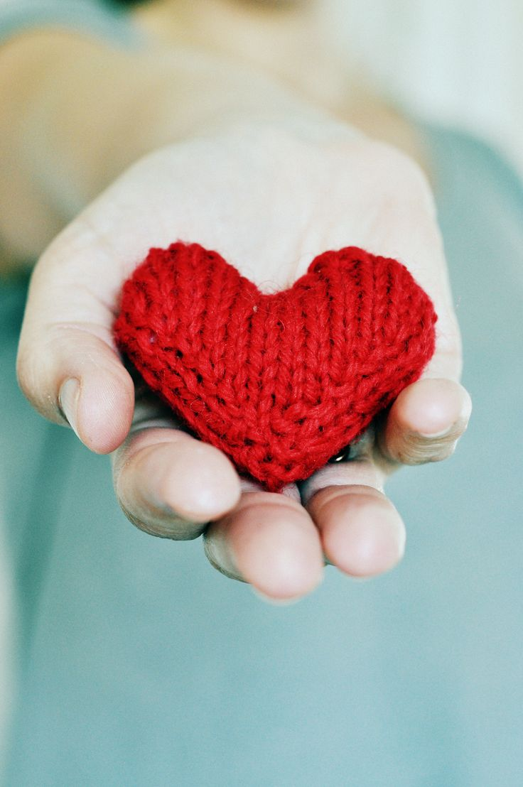 Knitted heart. Free Swedish pattern in our blog.