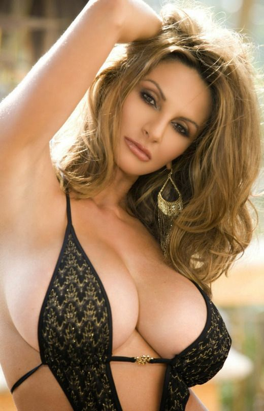 Amateur women caught naked on hidden camera