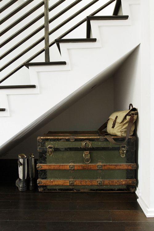 Фотография: Декор в стиле Лофт, Скандинавский, Гардеробная, Хранение, Стиль жизни, Советы, Шкаф, Полки, хранение обуви, одежда, хранение одежды – фото на InMyRoom.ru