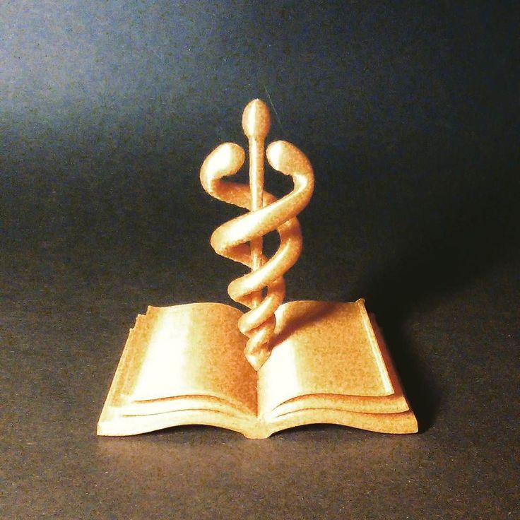 Symbol lékařské fakulty #3dtiskarna #3demon #makerslab #prague #3dprinter #3dprinting #print #medicine #lab #fablabs #gold #like4like #symbol #follow by makerslab_cz