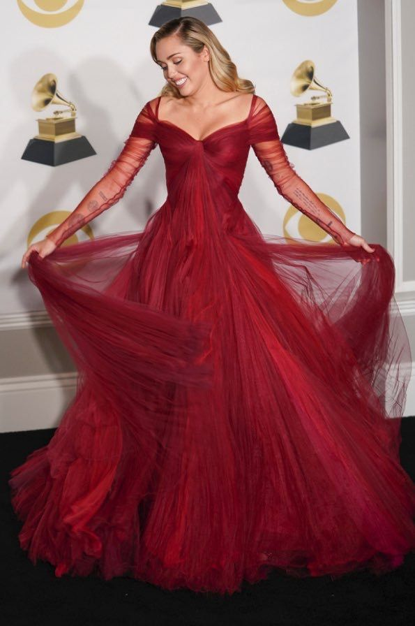 782efe2bb2d Miley Cyrus in Zac Posen Pre-Fall 2018 gown at the 60th Annual Grammy Awards