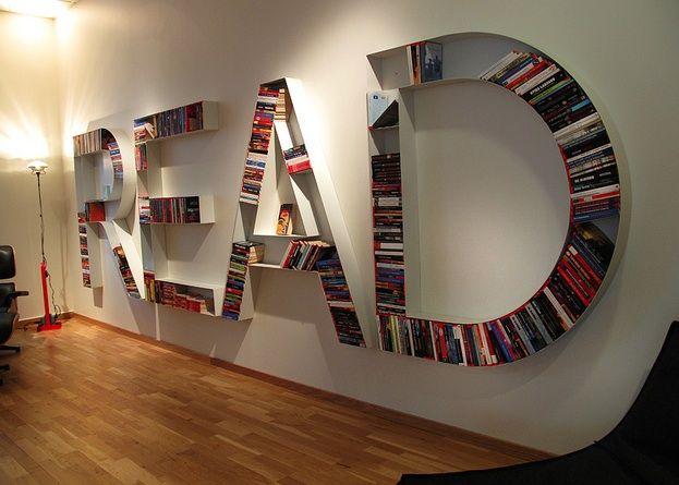 Queria uma estante assim para os meus livros!!! Devidamente adaptada para o português, é claro! :) Adorei a ideia!