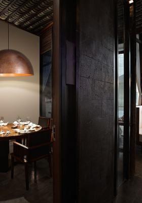 Fluorescent Pendant Lamp in black aluminium Fabbian Oru