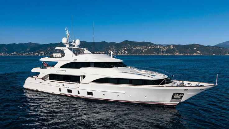 CLASSIC 121 Luxury Yachts