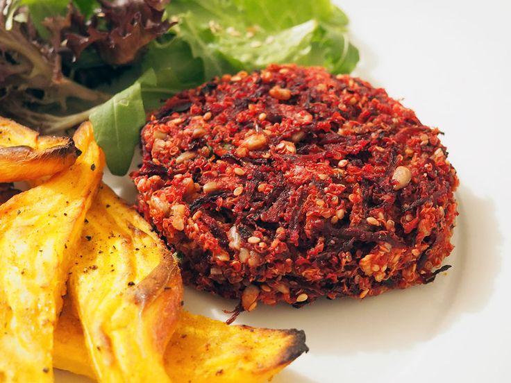 O hambúrguer de quinoa e beterraba é uma receita simples, prática e nutritiva.