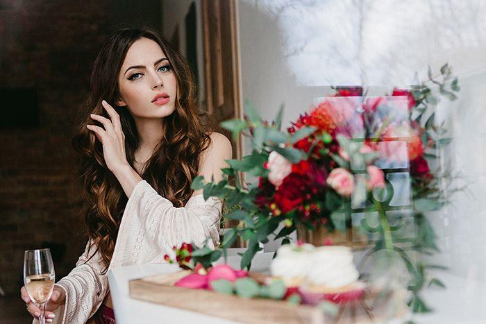 #wedding#weddinginspirations#marsala#marsalawedding#ślubmarsala#inspiracjeślubne Niezwykła sesja z motywem przewodnim marsala, oryginalna papeteria ślubna, pyszny słodki stół, piękne fotografie, doskonały makijaż i klimatyczne dekoracje i kwiaty – wszystko to zostało stworzone, żeby Was inspirować w przygotowaniach niezwykłego ślubu:) Więcej info tu:https://www.facebook.com/LovePrintsStudio